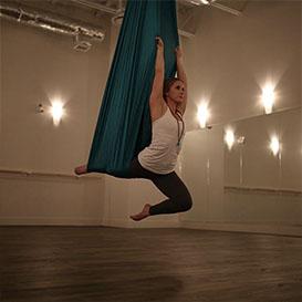 Acro Yoga. Oranj Fitness
